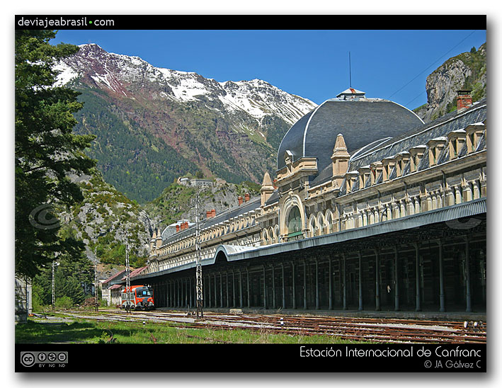estación de Canfranc y pirineo