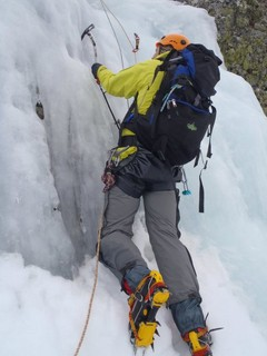 cascada de hielo en Llánaves de la Reina (León)