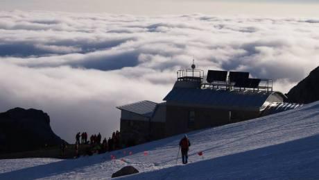 mar de nubes bajo el refugio de Urriellu